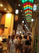 京の台所・錦市場で食べ歩き!