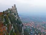 断崖絶壁の城砦都市(サンマリノ)