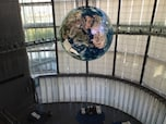 巨大宙吊り地球儀は必見・江東区「日本科学未来館」