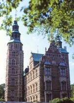 美しいオランダ・ルネッサンス様式の「ローゼンボー城」(デンマーク)