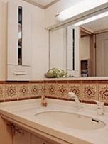 洗面台は、収納と○○と□□で選ぶ