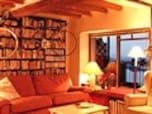 マンションの1室が暖炉のある南仏風アンティークな部屋に