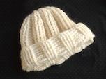 かぎ針編みのエアリーキャップ
