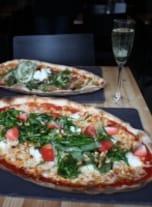 【フィンランド】北欧の味がキュートに盛りつけられたピザ