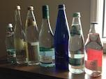 ミネラル分の多い天然由来の「炭酸水」を飲む