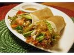 野菜&エビにも濃厚な怪味ソースはピッタリ「中華風ラップサンド」