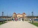 水に浮かぶ美しいバロックの城「モーリッツブルク城」(ドイツ)
