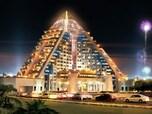 煌々と輝くピラミッド「ラッフルズ・ドバイ」