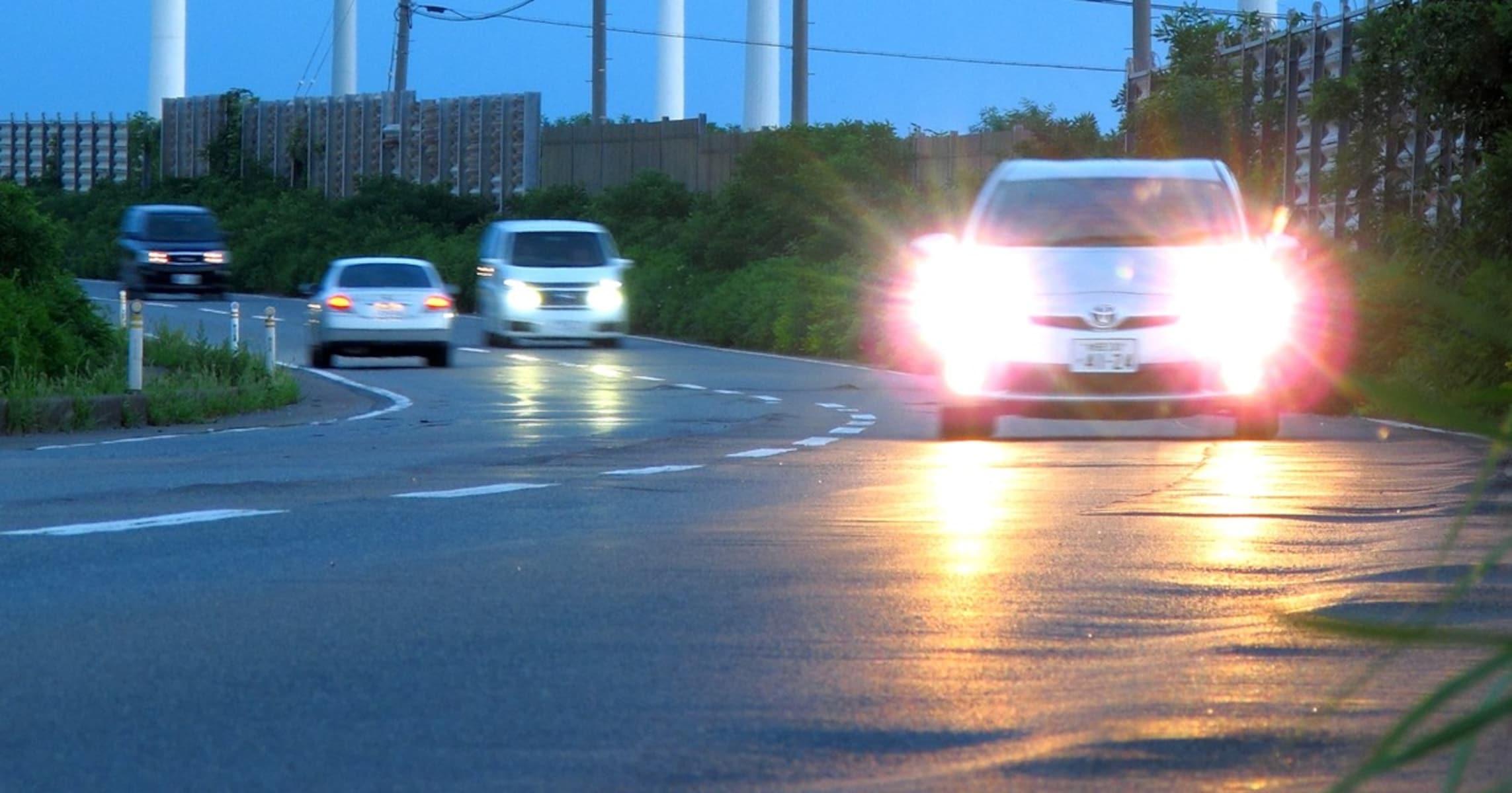 ヘッドライトは基本ハイビーム!? 道交法をタテに「正義」を振りかざす警察の時代錯誤感