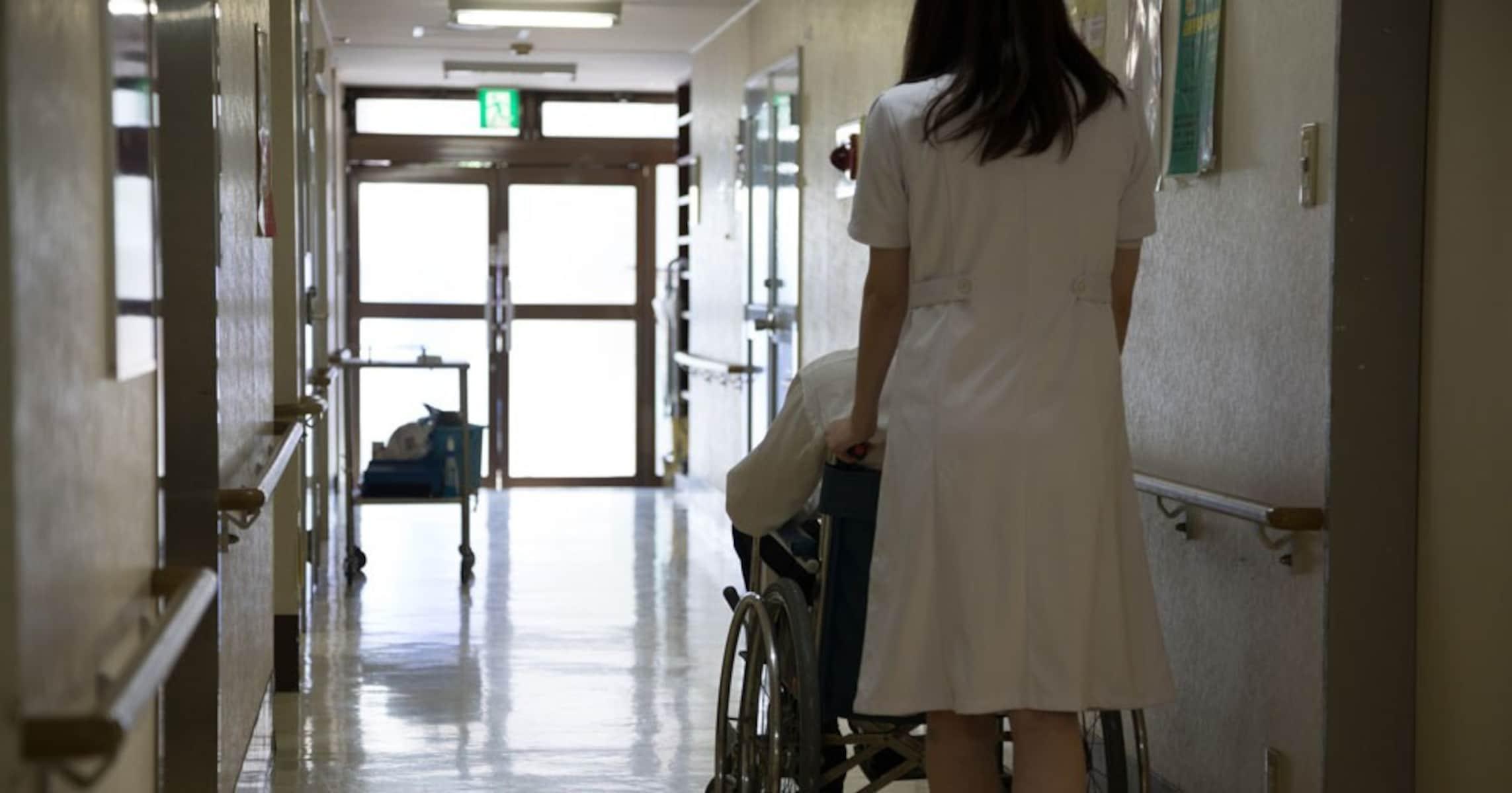 新人看護師の失敗… かばってくれた患者さんの言葉に賞賛の声が続出「泣けました」「男前すぎるわ」