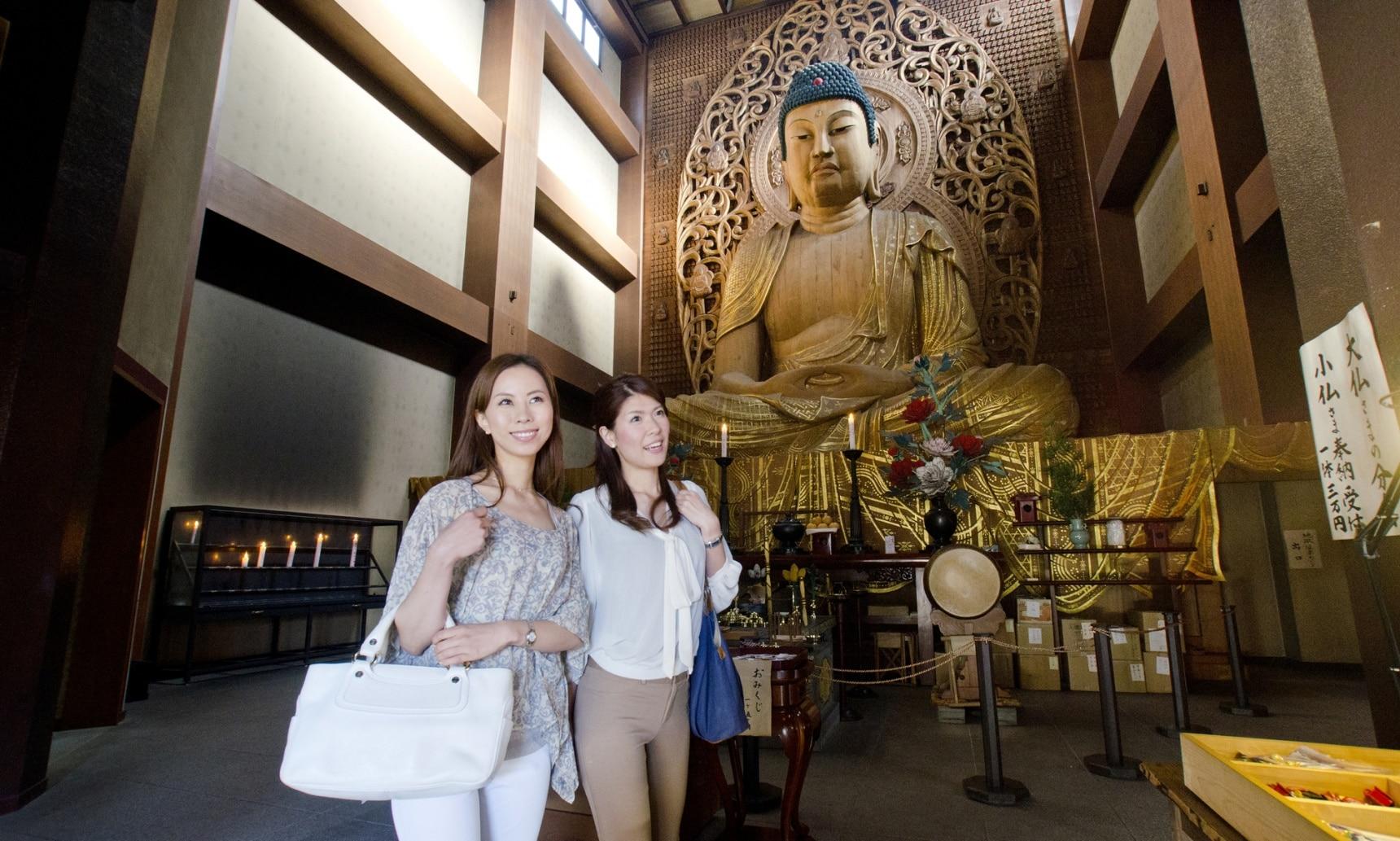 藏有10.8米高的日本最大木造大佛的寺庙 东长寺
