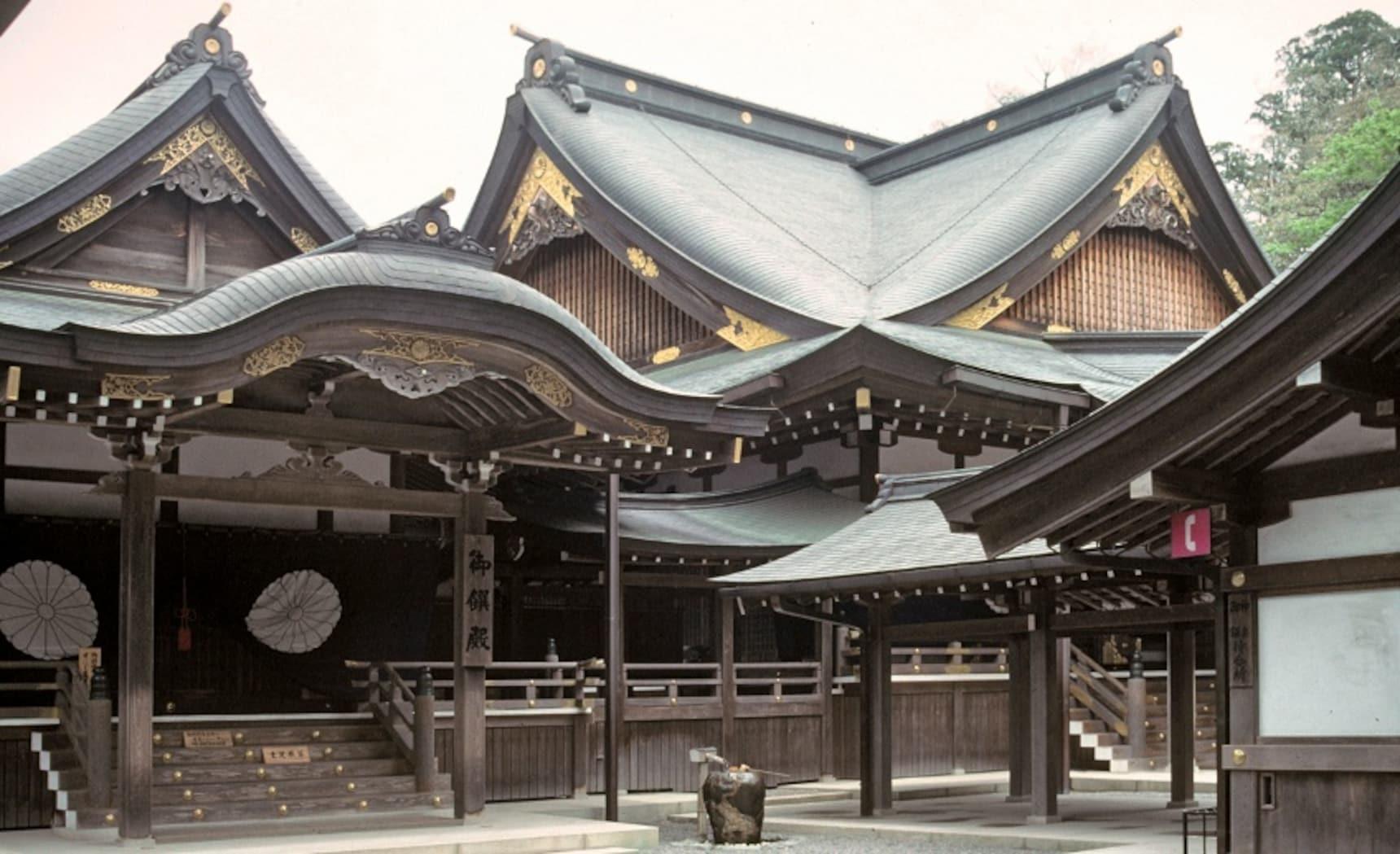 搜寻日本的三大神器