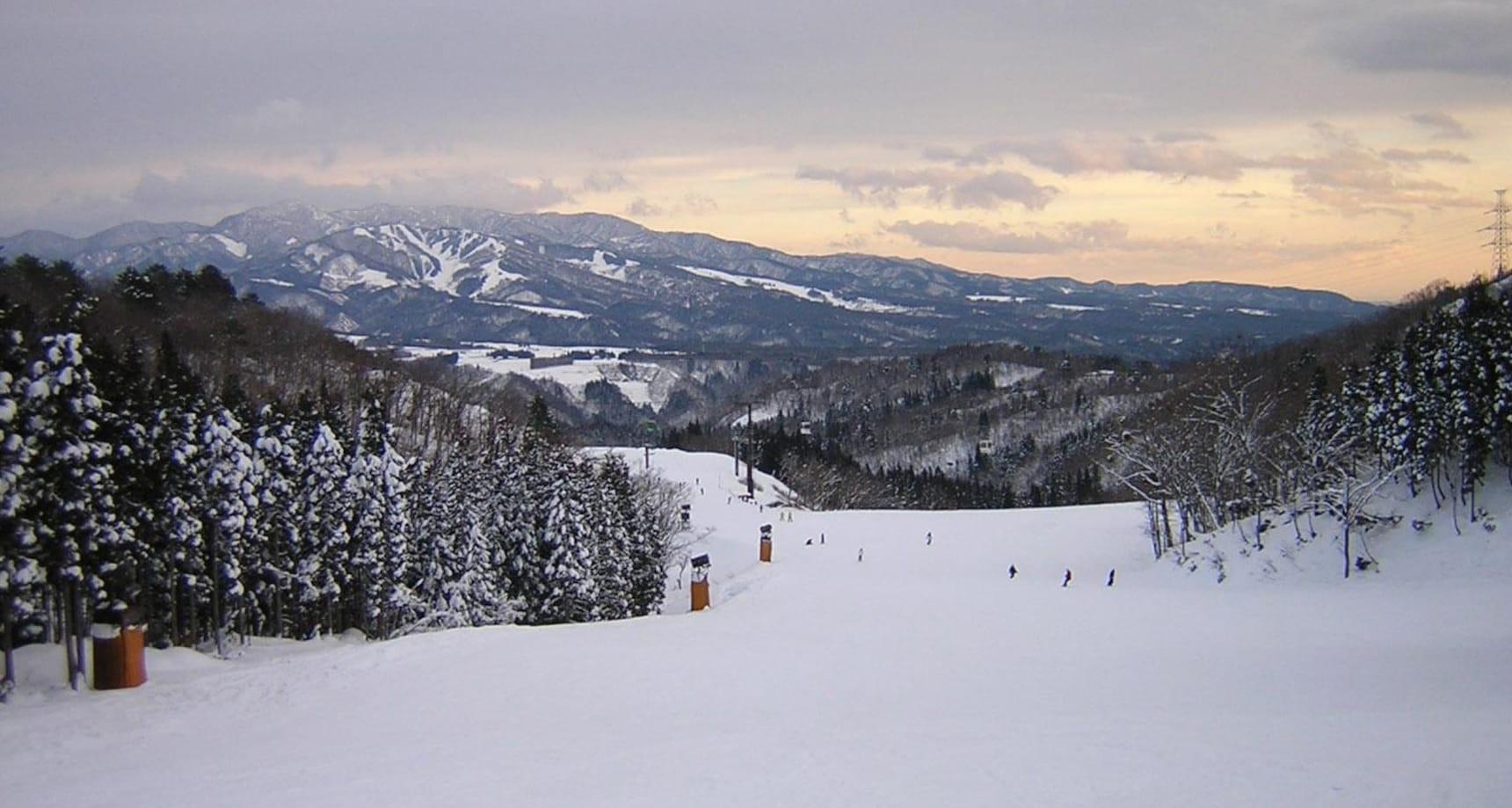 Gifu Ski & Snowboard Guide