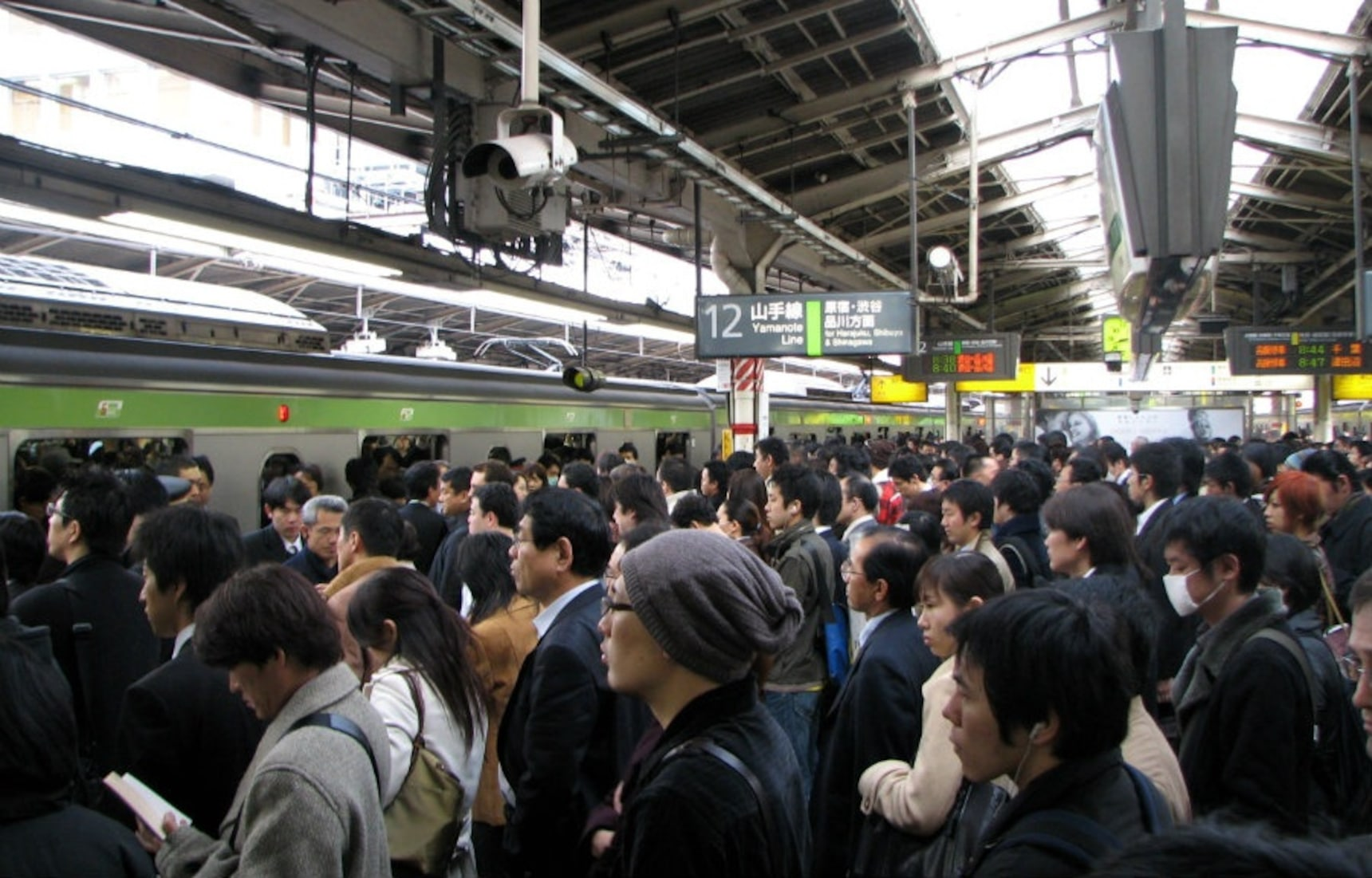 9 Tips for Surviving Crowded Trains