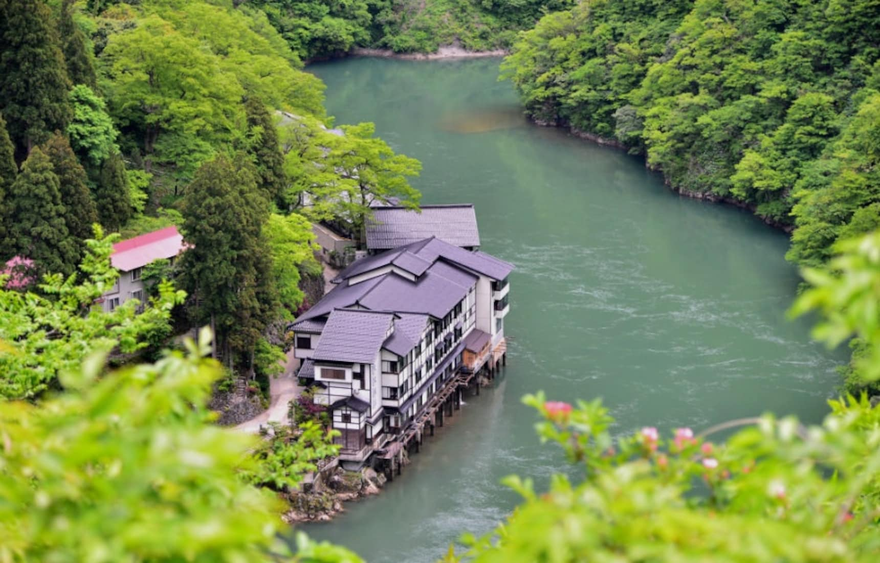 2 Incredibly Secluded 'Ryokan' in Toyama
