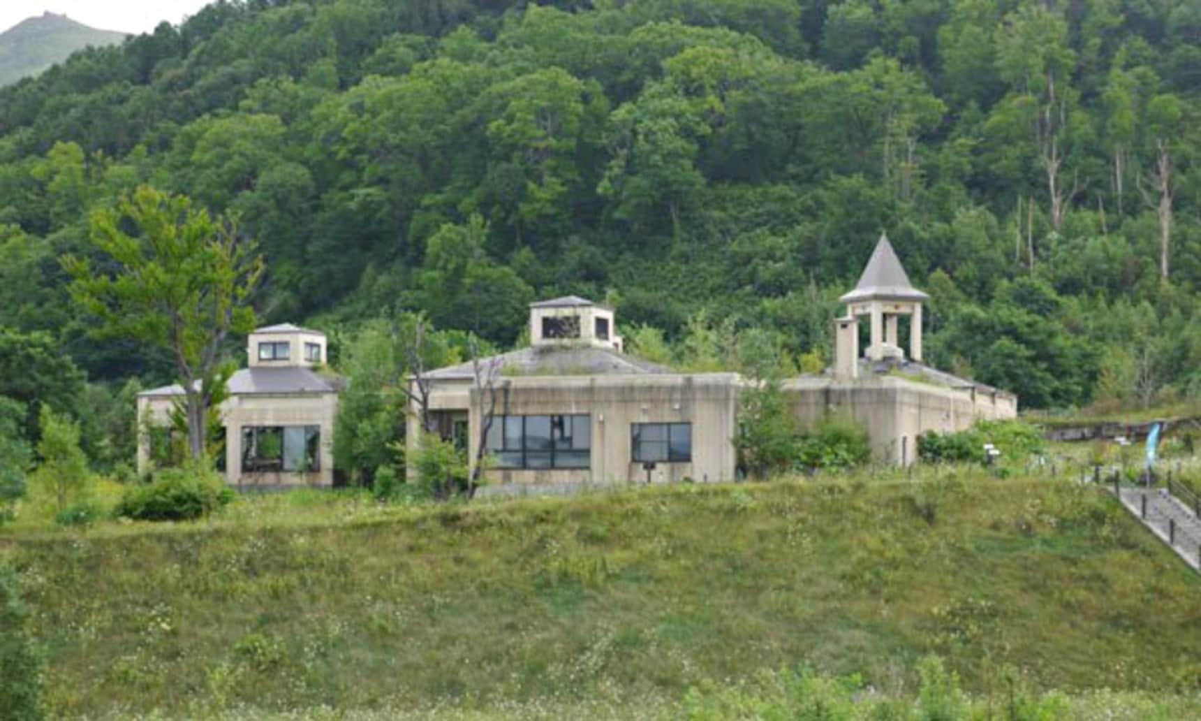 Luxury Resort or Ghost Town?
