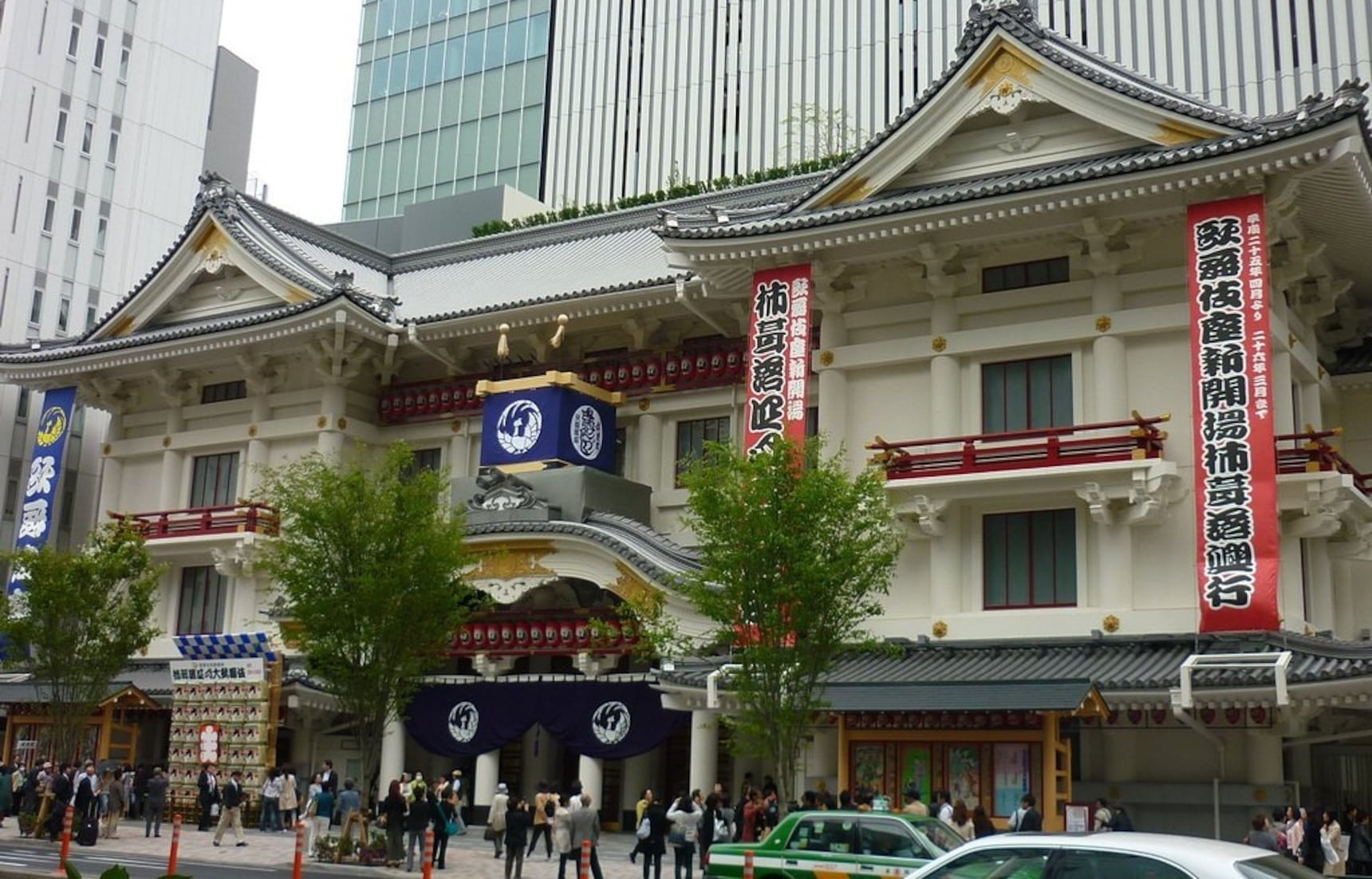 Tour Reconstructed Kabukiza Without a Ticket