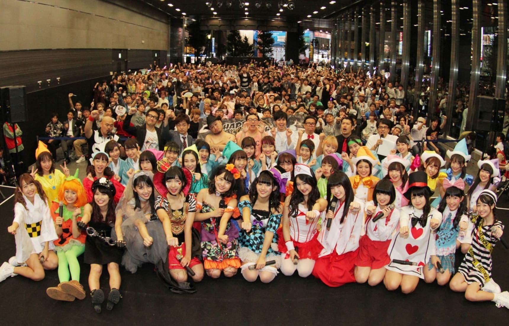 Idols Treat Fans to Free Concert in Akihabara