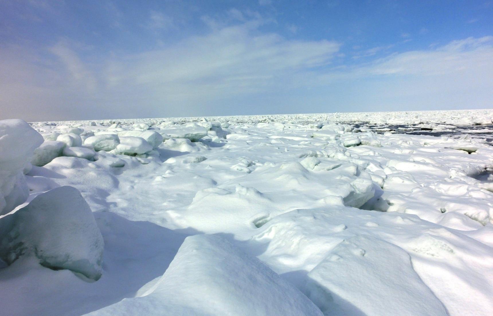 冰上的知床,在北方寒夜里大雪纷飞的世界遗产