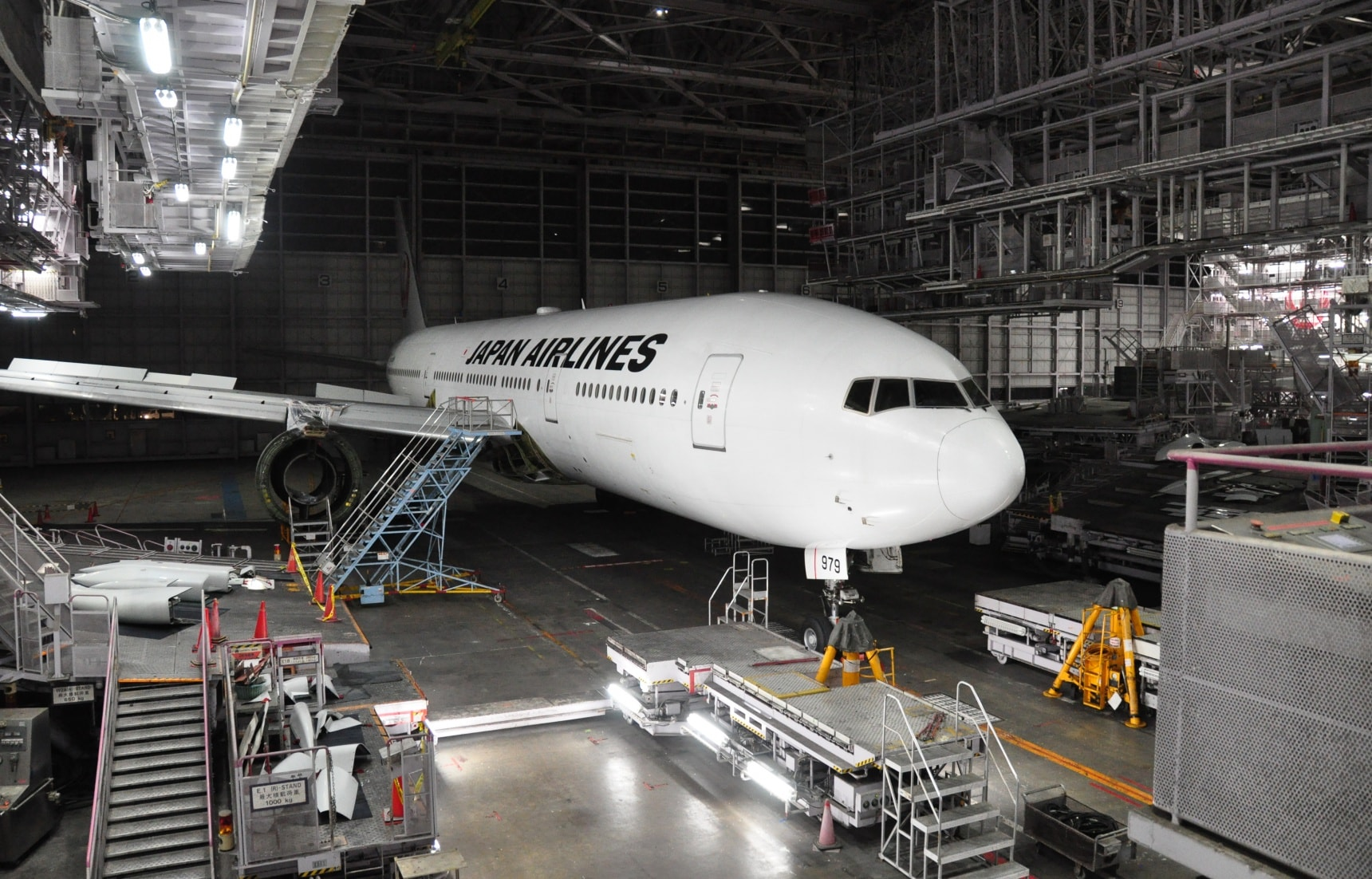 How to Hang Out in a Hangar at Haneda