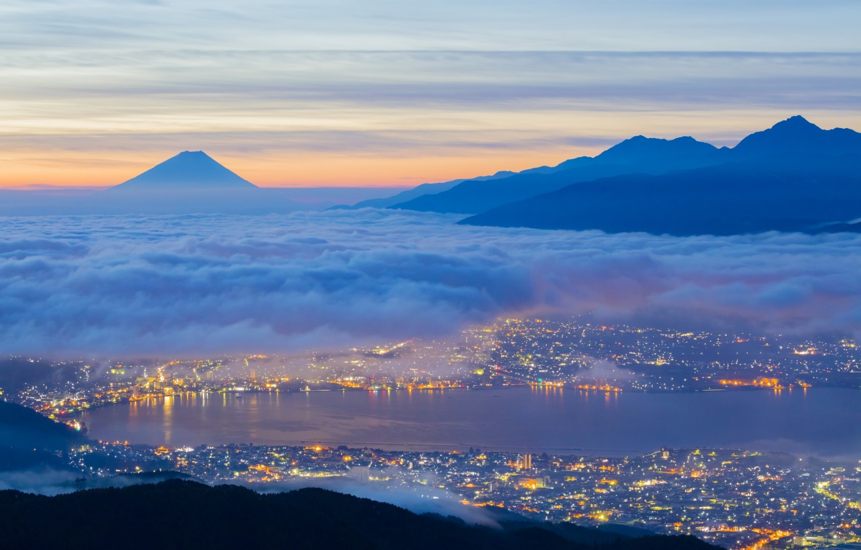 Amazing Japan in 20 Time-Lapse Videos at Night