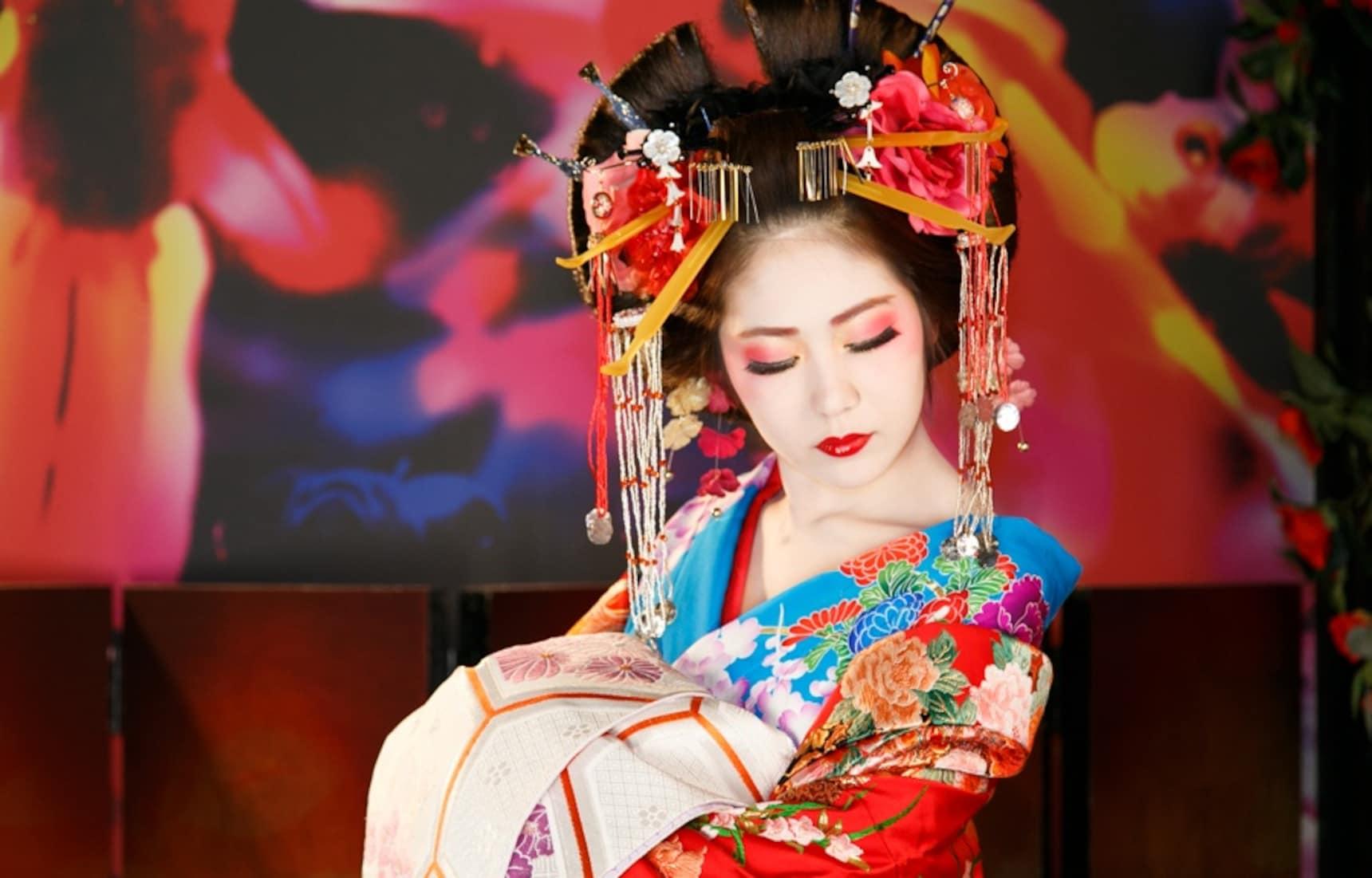 Kyoto Studio Transforms Customers into 'Oiran'