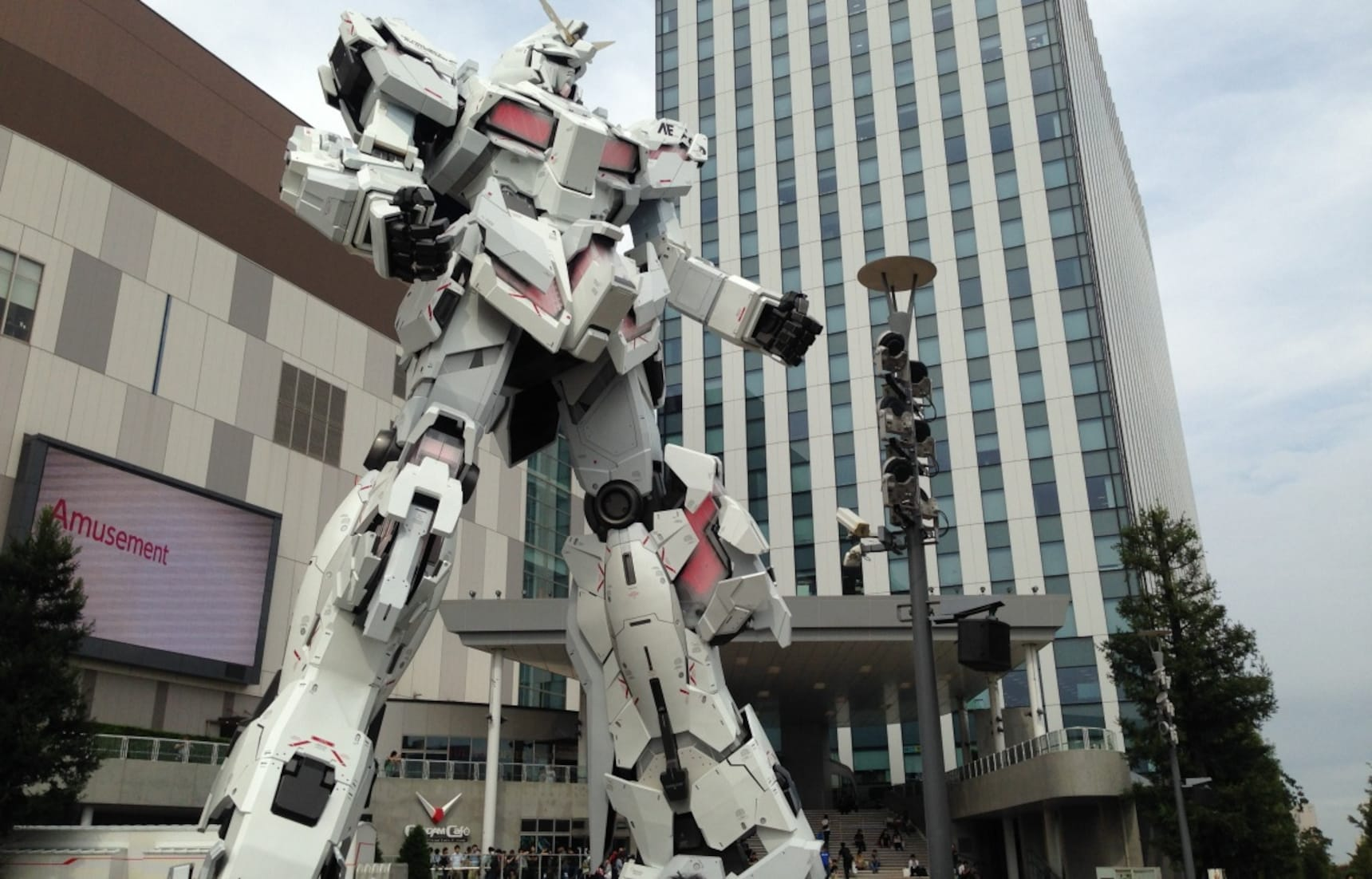 New Giant Gundam Statue Is Finally Complete