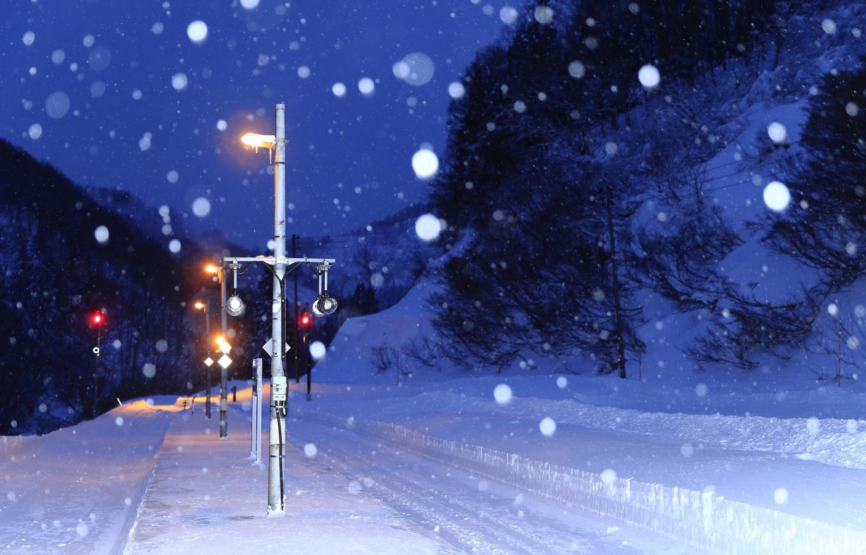 鐵道迷注意!搭乘日本地方路線走訪冬季限定的雪地絕景