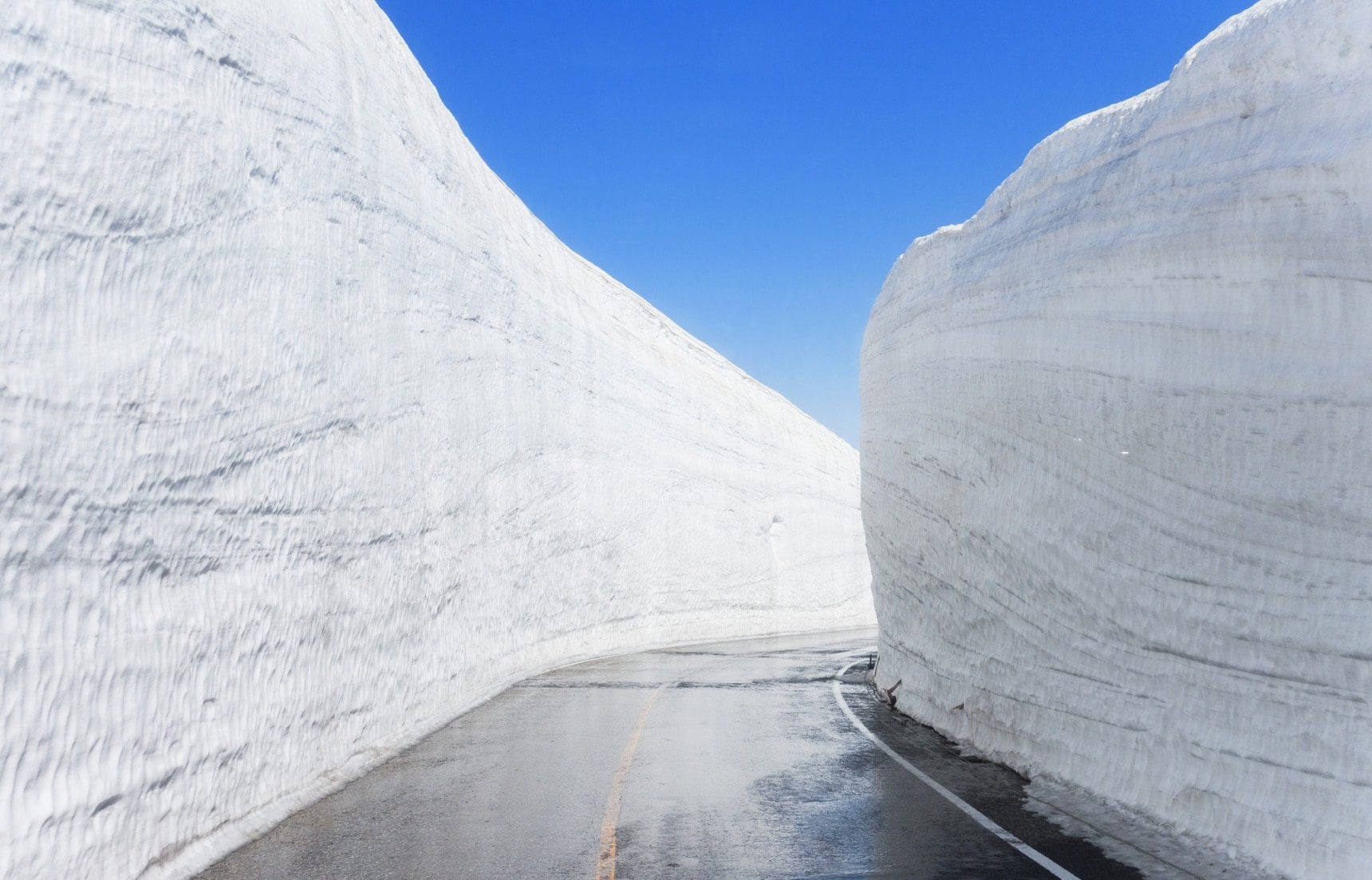 Affordable Travel to Snow Wall Yuki-no-Otani