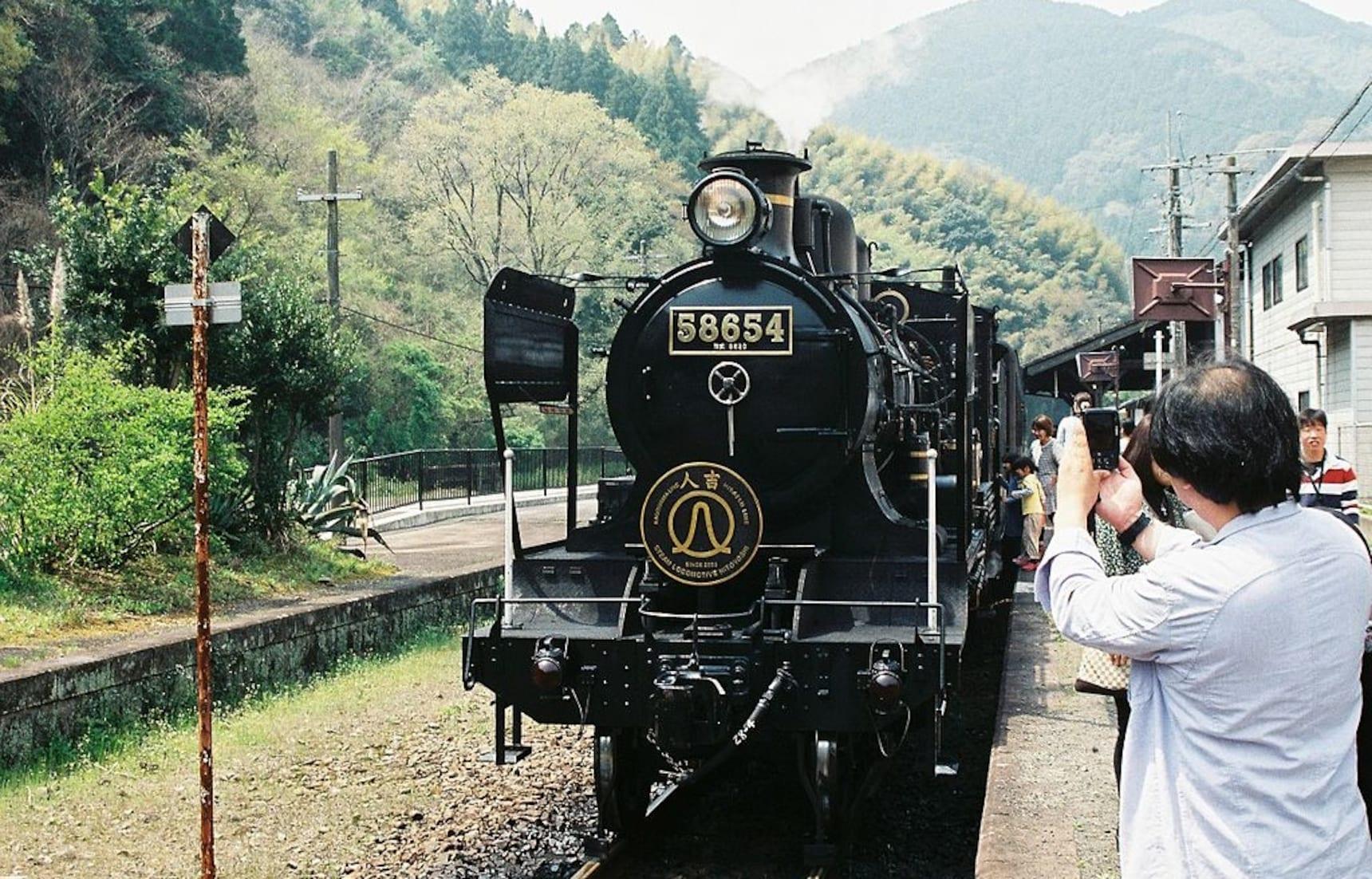 """5 ขบวนรถไฟท่องเที่ยวสุดพิเศษใน """"คิวชู"""""""