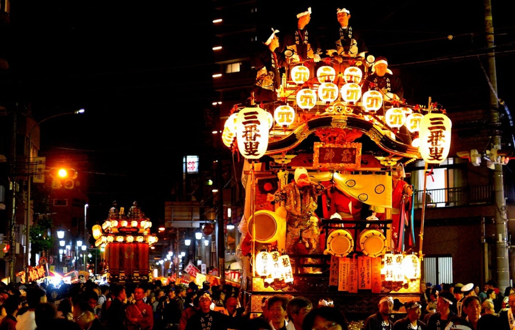'작은 에도'에서 펼쳐지는 화려한 장식수레 축제
