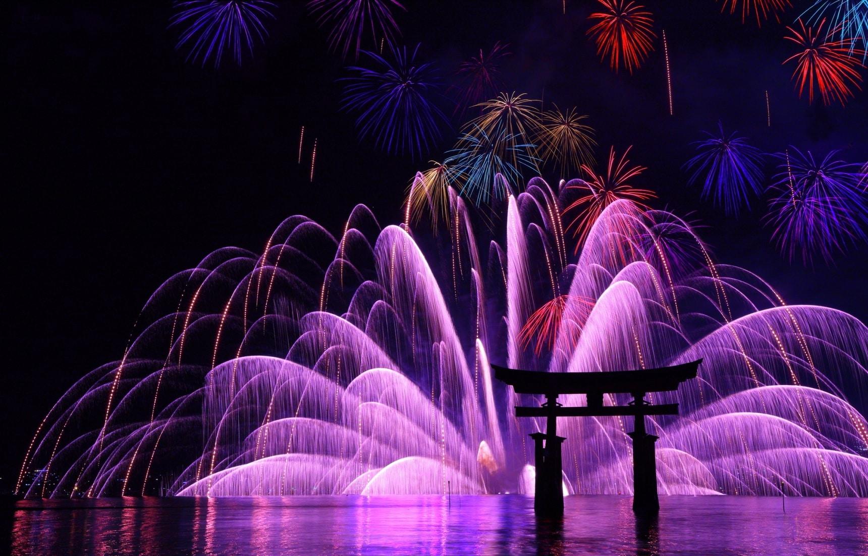 夏日震撼登場!令人讚嘆不已的日本高空煙火