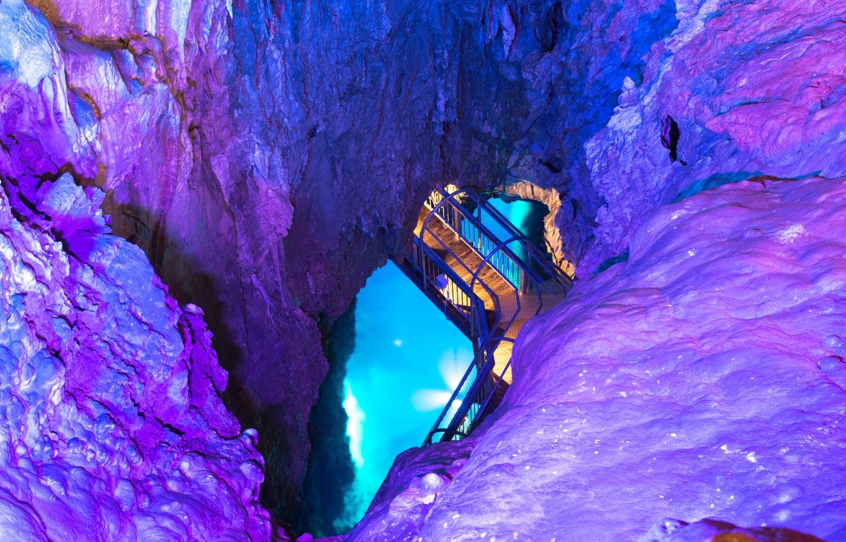 ชมความงามแสนลึกลับของถ้ำสวย 10 แห่งในญี่ปุ่น