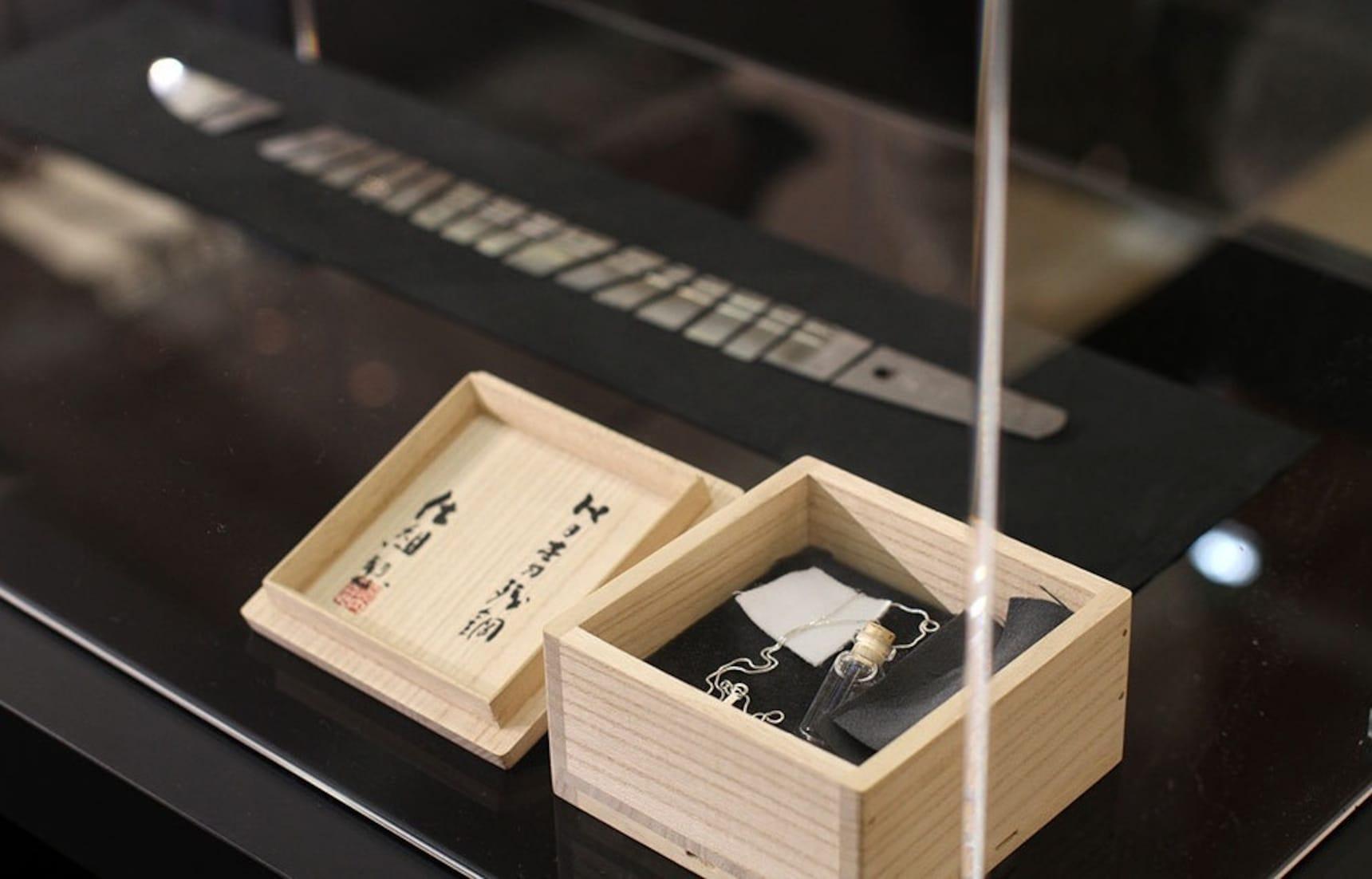 일본 칼으로 만들어진 목걸이