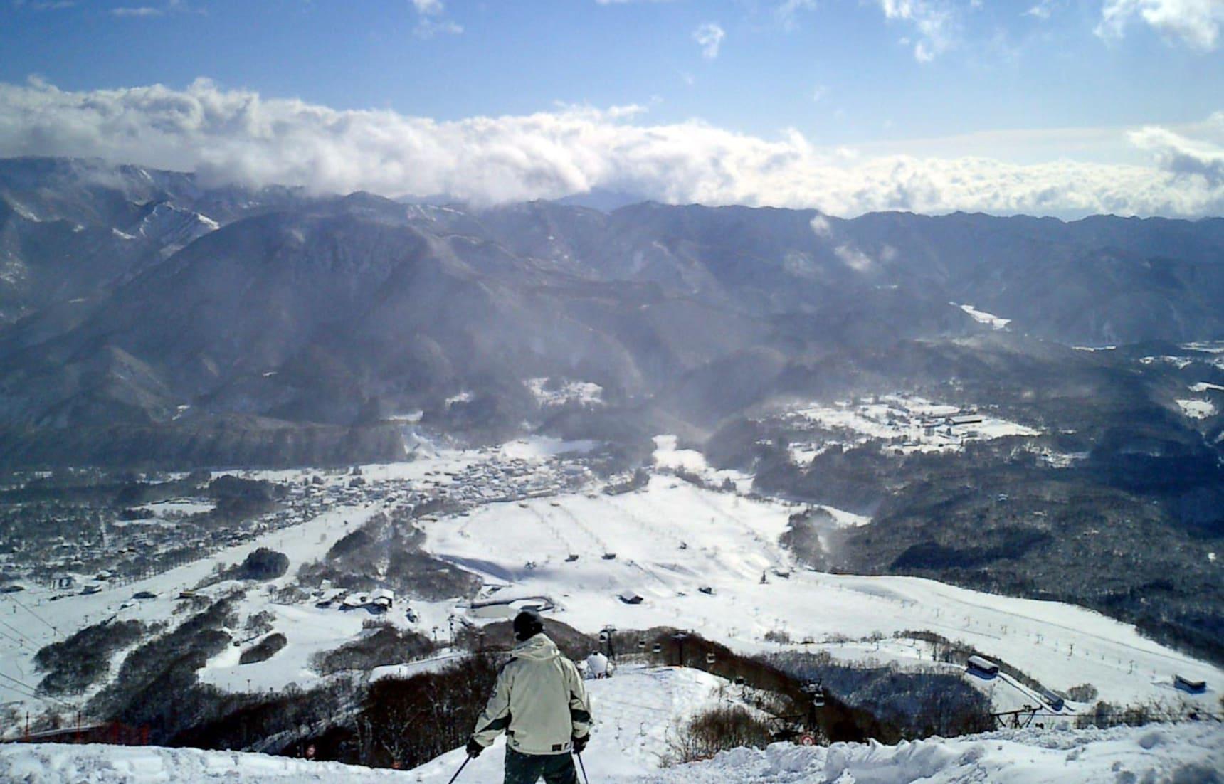 ไปเล่นสกีหรือชมหิมะที่ 10 ลานสกีของญี่ปุ่น