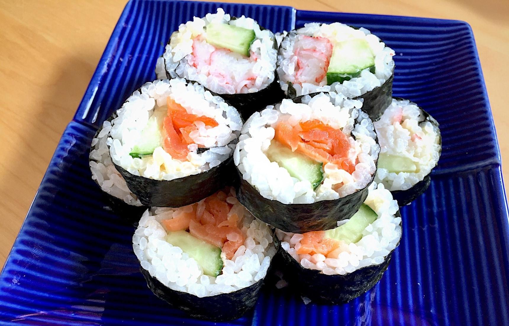 สูตร ซูซิม้วนไส้สลัดปูอัดและปลาแซลมอนรมควัน