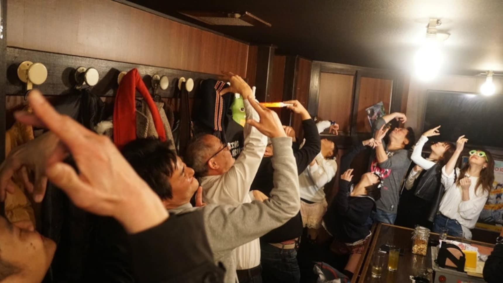 오직 아이돌 '오타쿠'를 위한 바 '욧코라쇼'