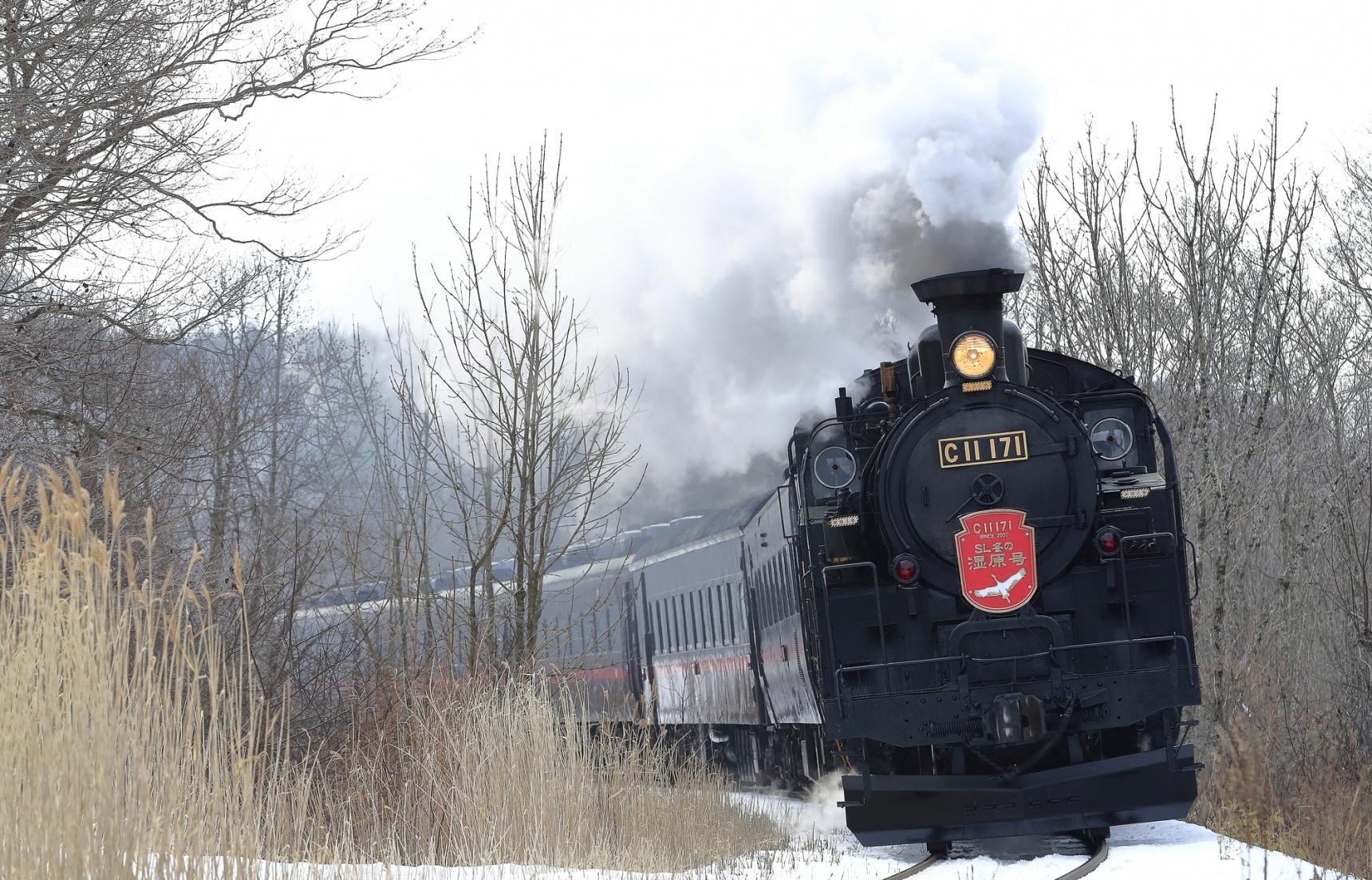 นั่งรถไฟหัวรถจักรไอน้ำโบราณกลางหิมะที่ฮอกไกโด