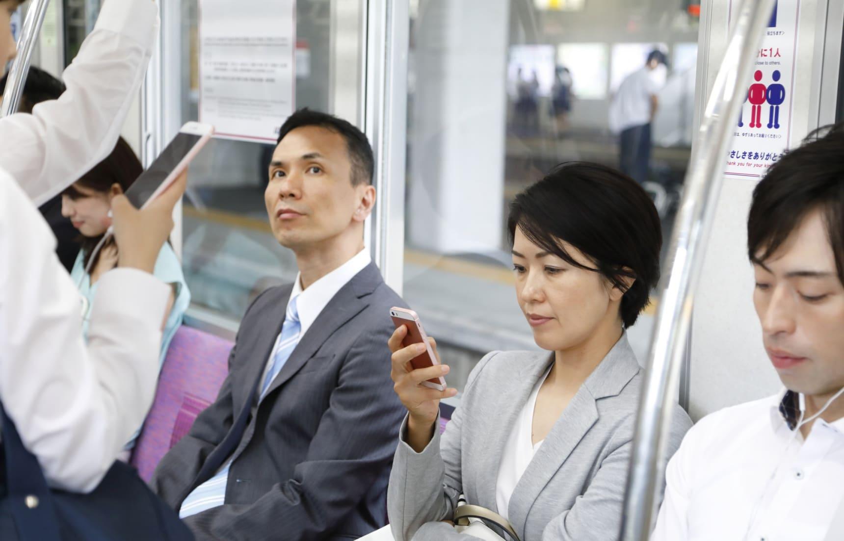 10 Faux Pas Japanese Train Commuters Hate