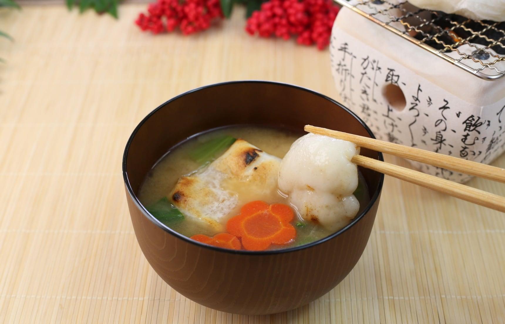 """สูตร ซุปโมจิ """"โอโซนิ"""" อาหารปีใหม่ญี่ปุ่น"""