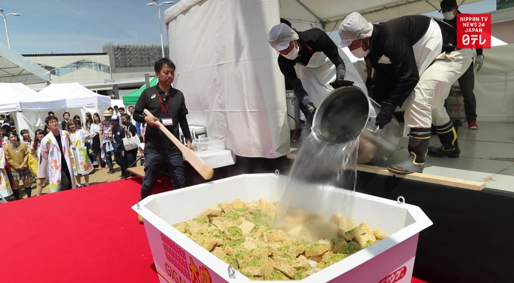 Oodles of Noodles Land New World Record