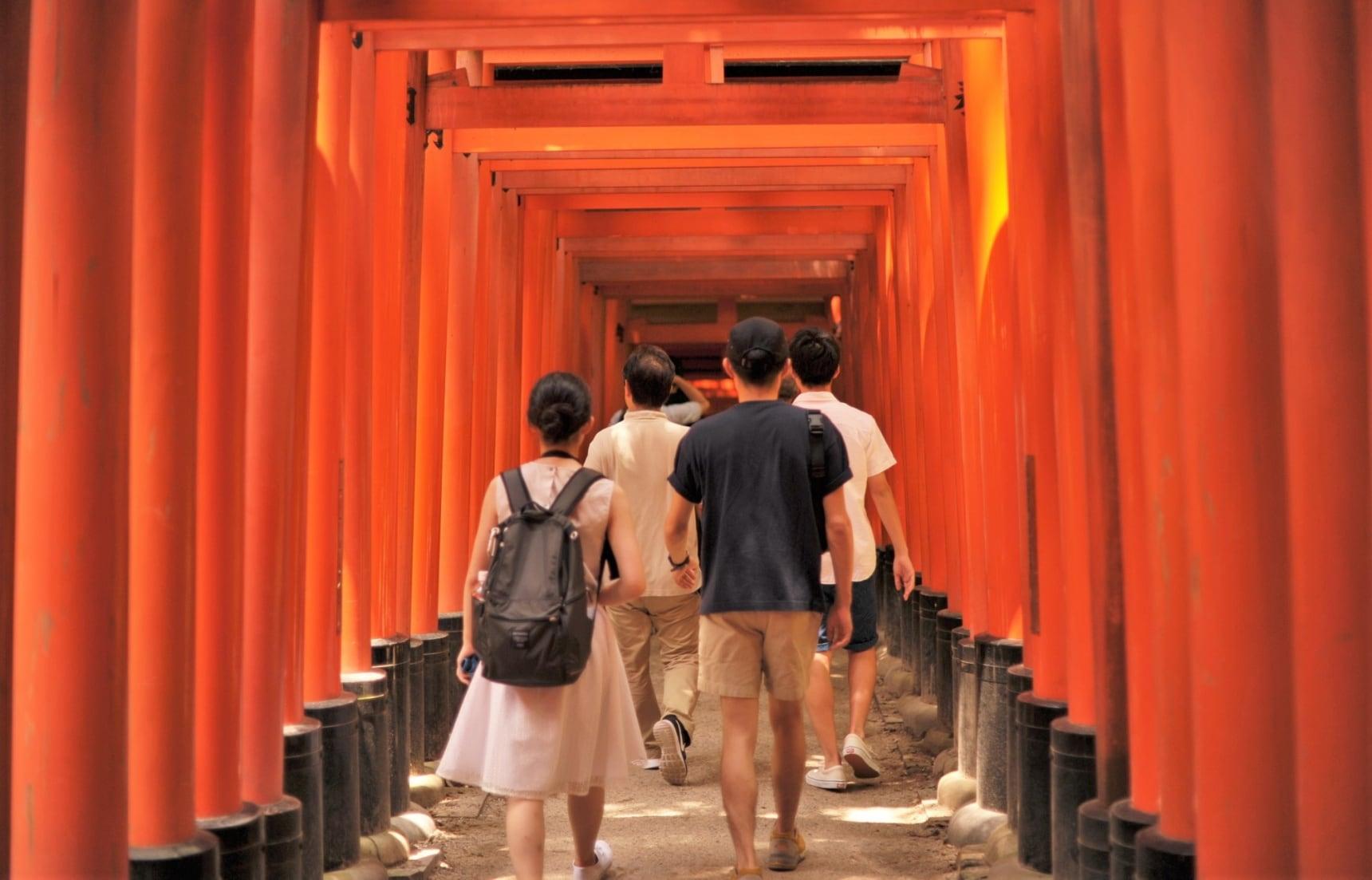 【京都自由行】走進伏見稻荷大社的千本鳥居,漫步其中享受大自然的洗禮