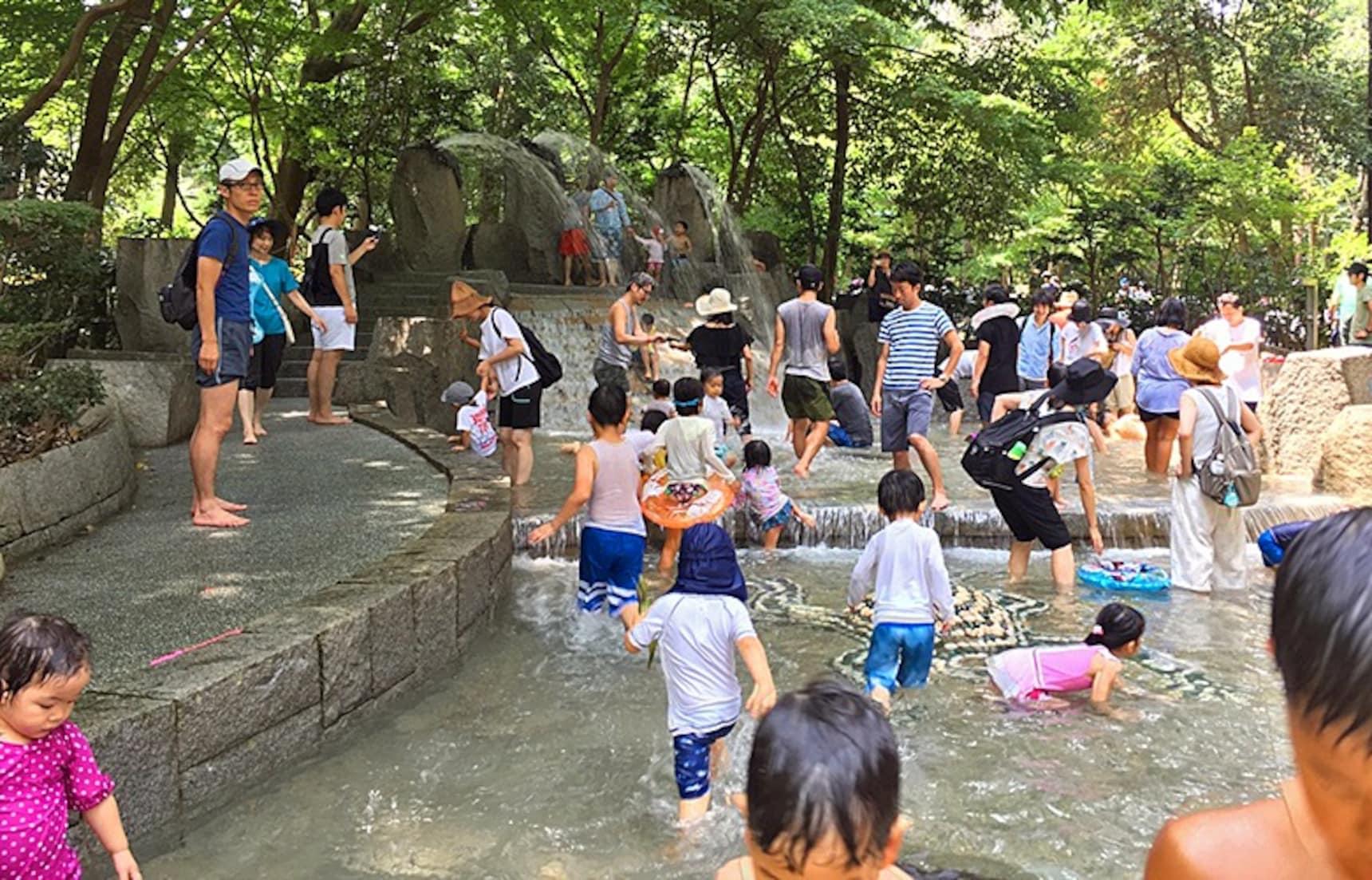 รู้จักสวนน้ำญี่ปุ่น สวัสดิการดีๆของแม่และเด็ก