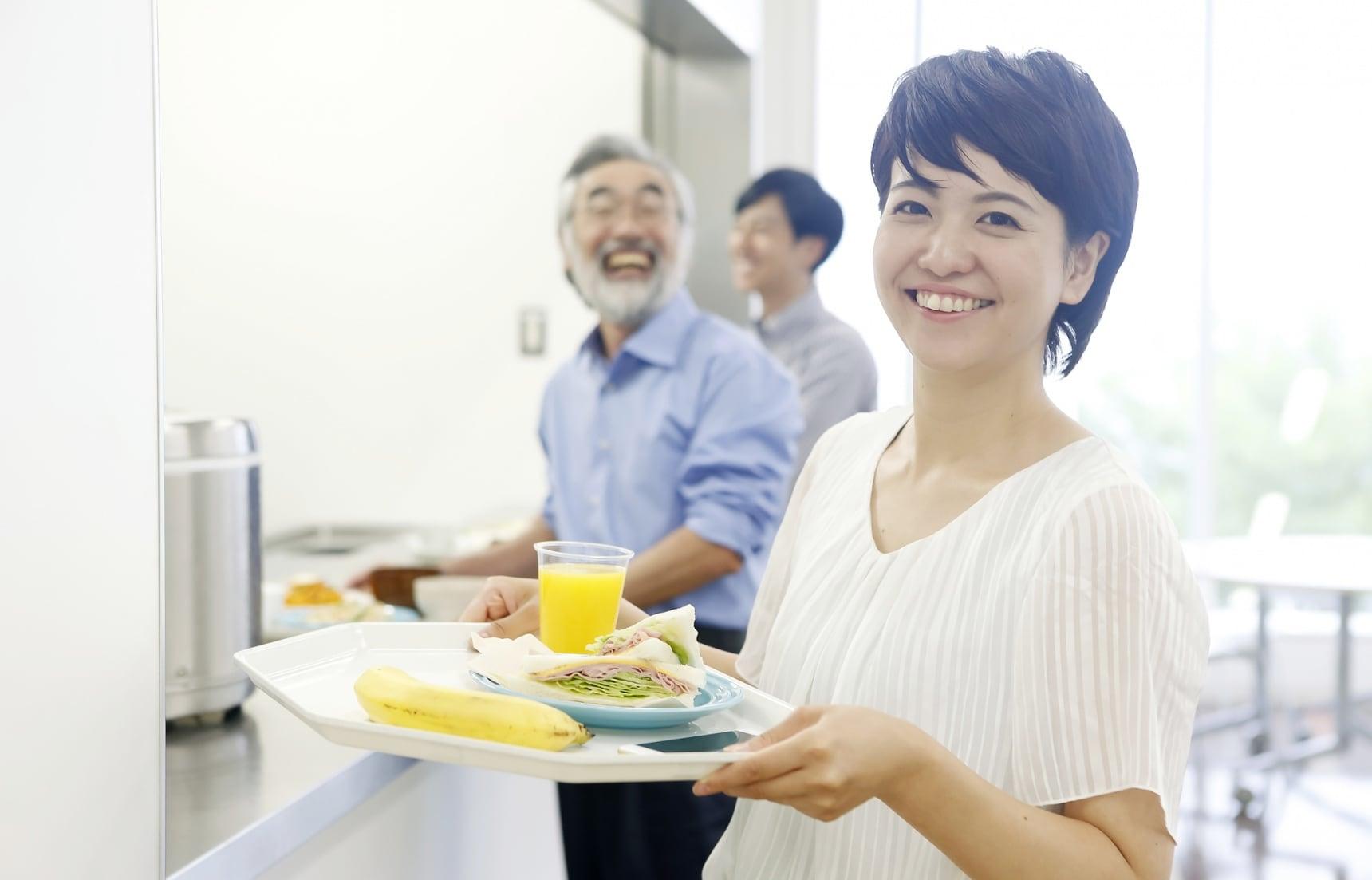 淺入東京職場的員工餐廳「社員食堂」 看看日本上班族中午都吃些什麼