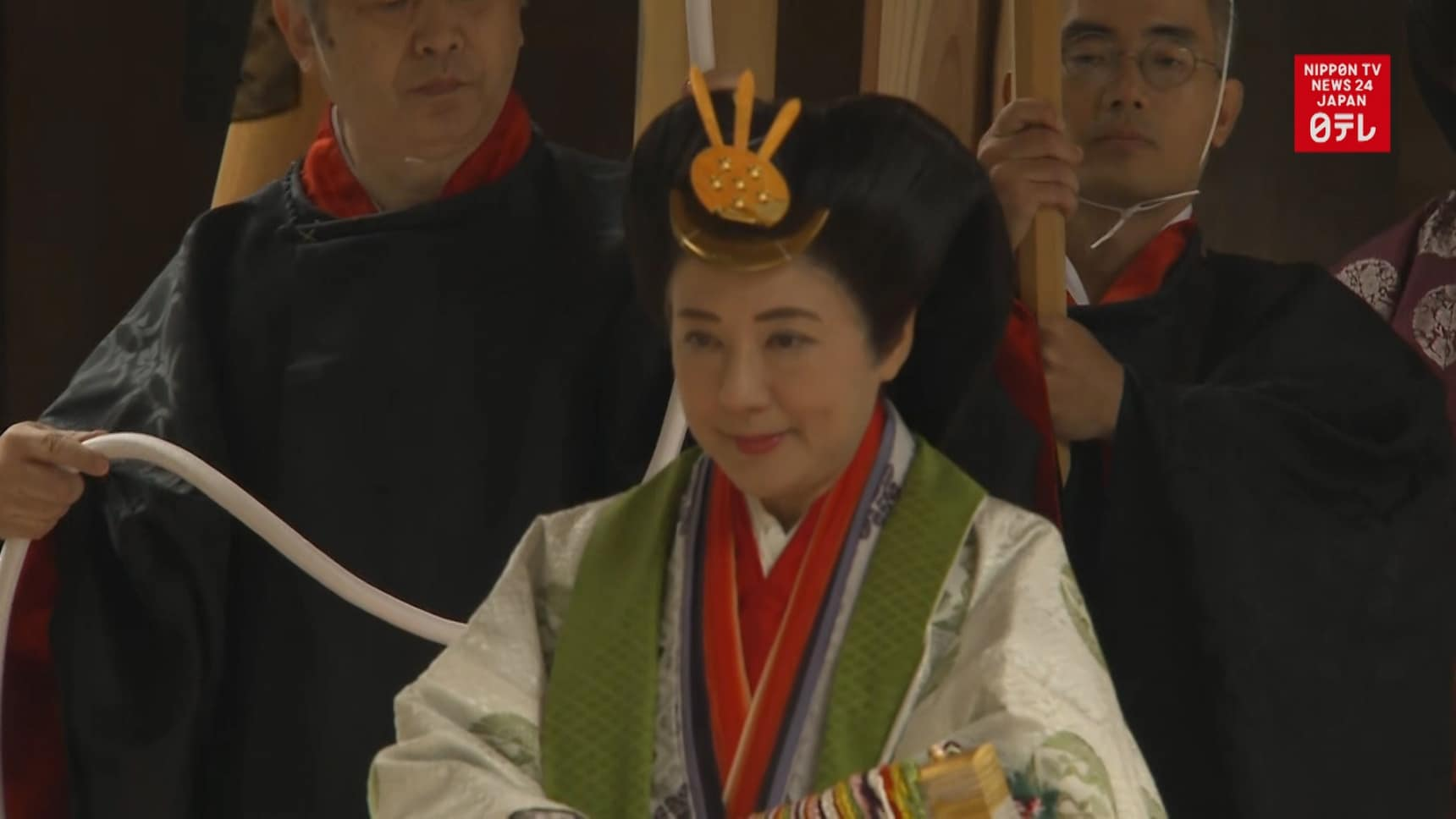 Imperial Couple Visits Ise Jingu