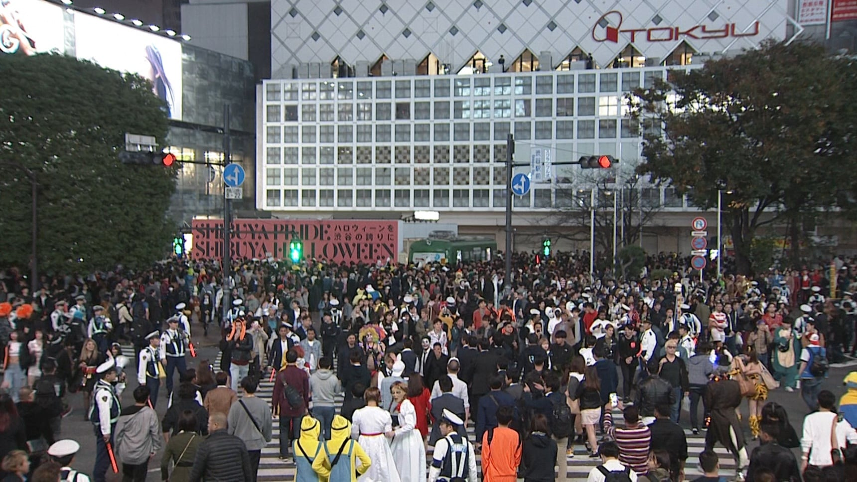 Halloween Sibuya 2020 Youtube Foreigner No Halloween Gathering in Shibuya in 2020 | All About Japan
