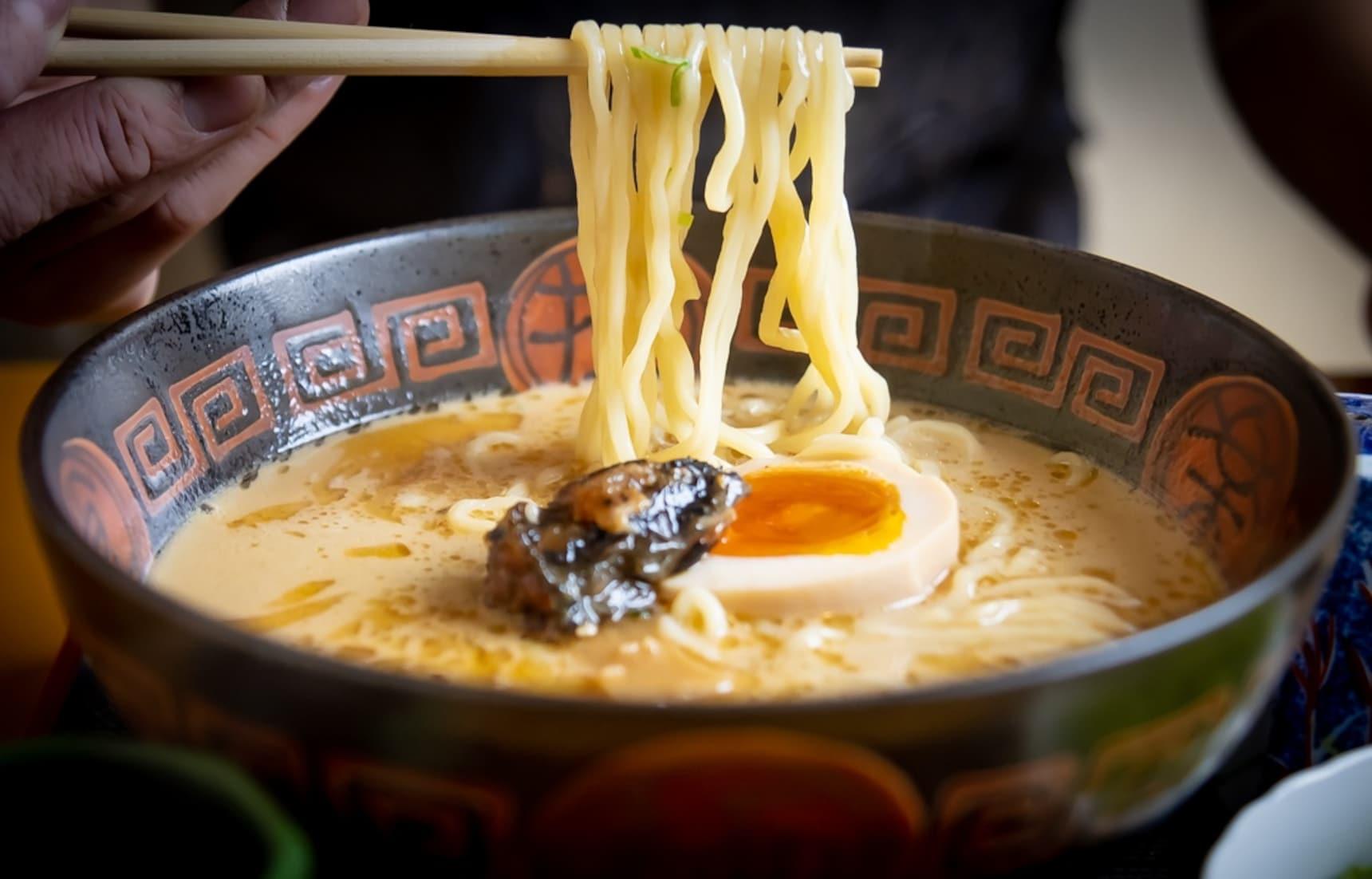 【食在東京】百分百的鰻魚拉麵!樂於不斷突破框架的鰻魚店「八兵衛」