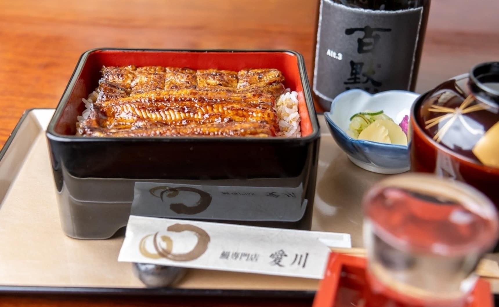"""食在东京:现点现杀 万遍翻烤!值得花时间等待的""""爱川""""东西双拼鳗鱼饭"""