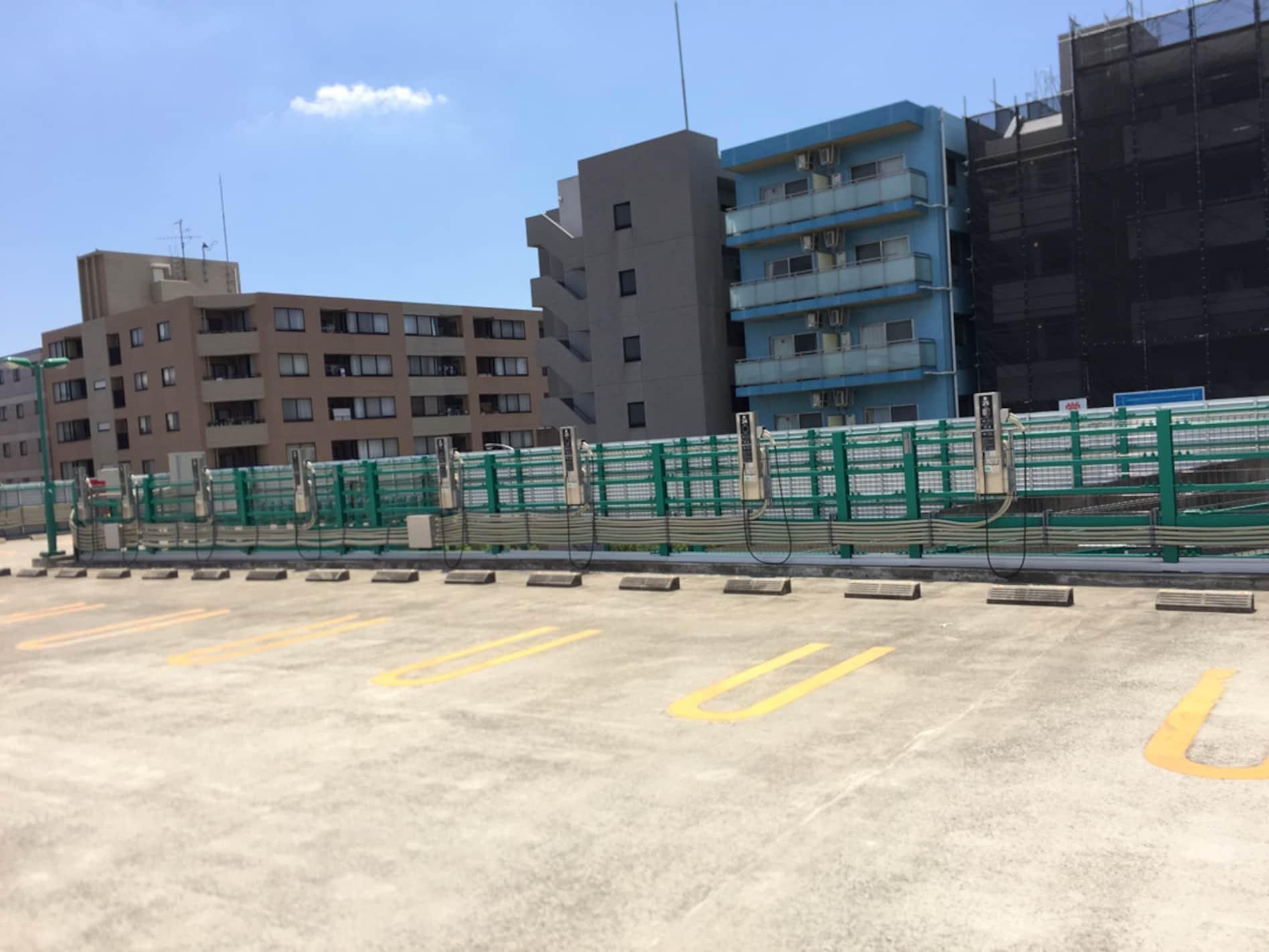 商業施設にホテルや病院…EV用駐車場ってちょっと多すぎない?