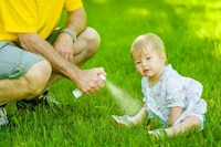 赤ちゃん用虫除けグッズのおすすめ人気ランキング12選|スプレーやシール、日焼け止め効果のあるものも!